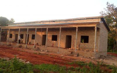 Bau einer Krankenstation in Mougnon